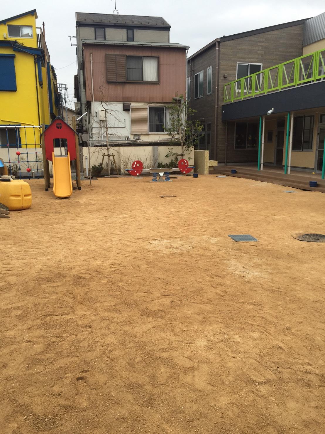 園庭 岩瀬砂(真砂土)舗装