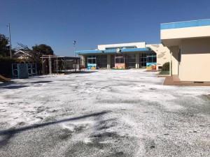 園庭 塩化カルシウム散布完了 白浜保育園