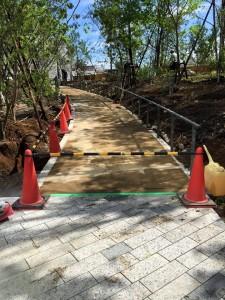 都内園庭 園路土舗装