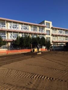 学校グラウンド整備工事 センサーブル 笑土工法