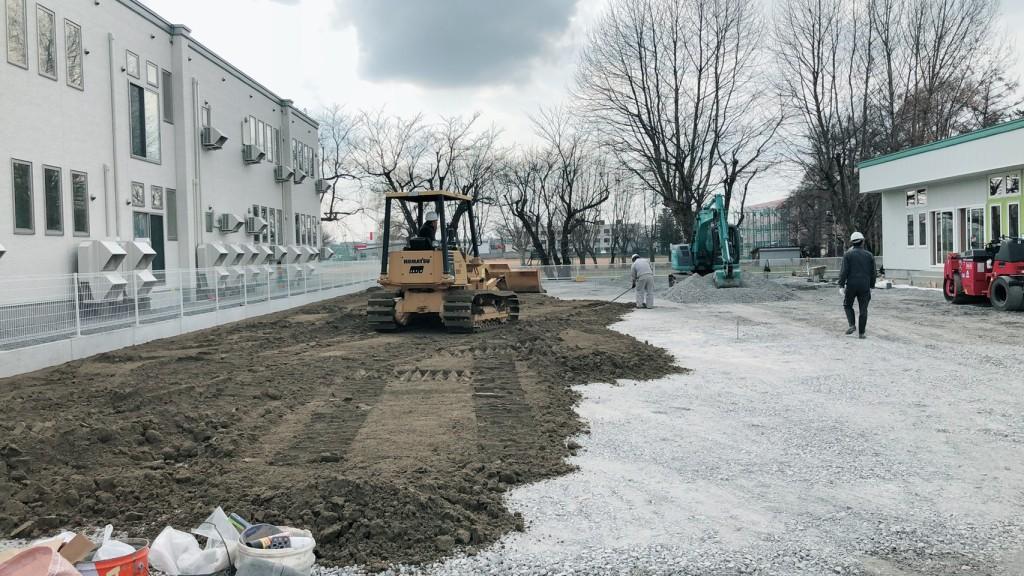 2弘前市内 園庭 改良真砂土敷均し
