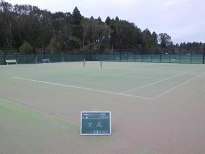 テニスコートの人工芝張替工事